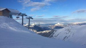 Skiën met een laag budget? Voordelige reizen vind je bij jongeren wintersport reisorganisaties
